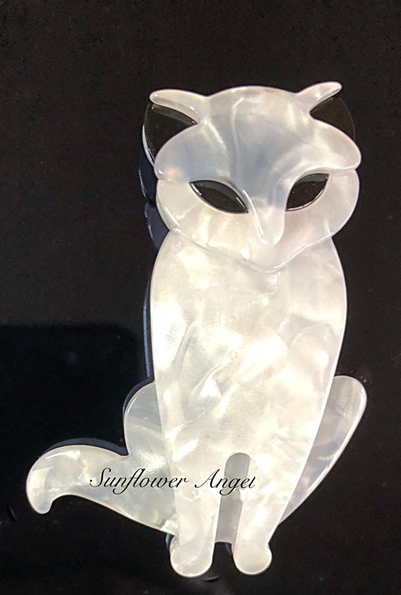 Art deco style, White acrylic mother of pearl effect, cat brooch.
