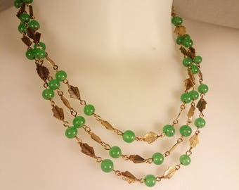 Beautiful Vintage necklace with green color beads