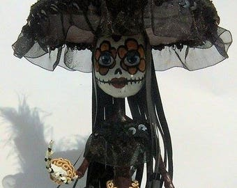 Sculpture of catrina girl Paper mache, papercraft