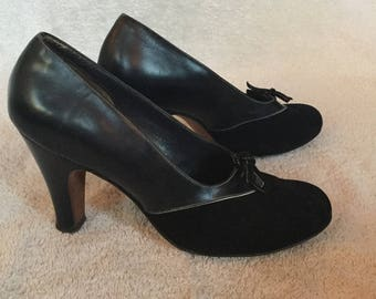 1950s Navy Bow Pumps