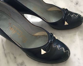 1940s / 1950s Navy Bow Pumps by DeLiso Debs