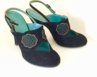2f961aaa0bca9e 1940s   1950s Suede Babydoll Slingback Pumps