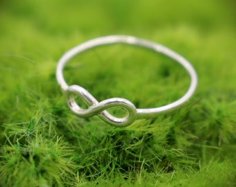 Beautiful Women's Vintage Inspired Infinity Thin Dainty Sterling Silver Ring - Size 8.5 US - 925 - MO - 0.80 Grams