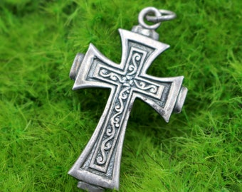 """Beautiful Vintage Estate 925 Cross Necklace Pendant in Sterling Silver with Detailing - Medium Cross  - 3.80 Grams - 1 5/8"""" Long"""