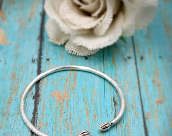 Beautiful Women's Floral Inspired Clover Flower Heavy Thin Open Cuff Bangle Sterling Silver 925 Bracelet - 21.0 Grams