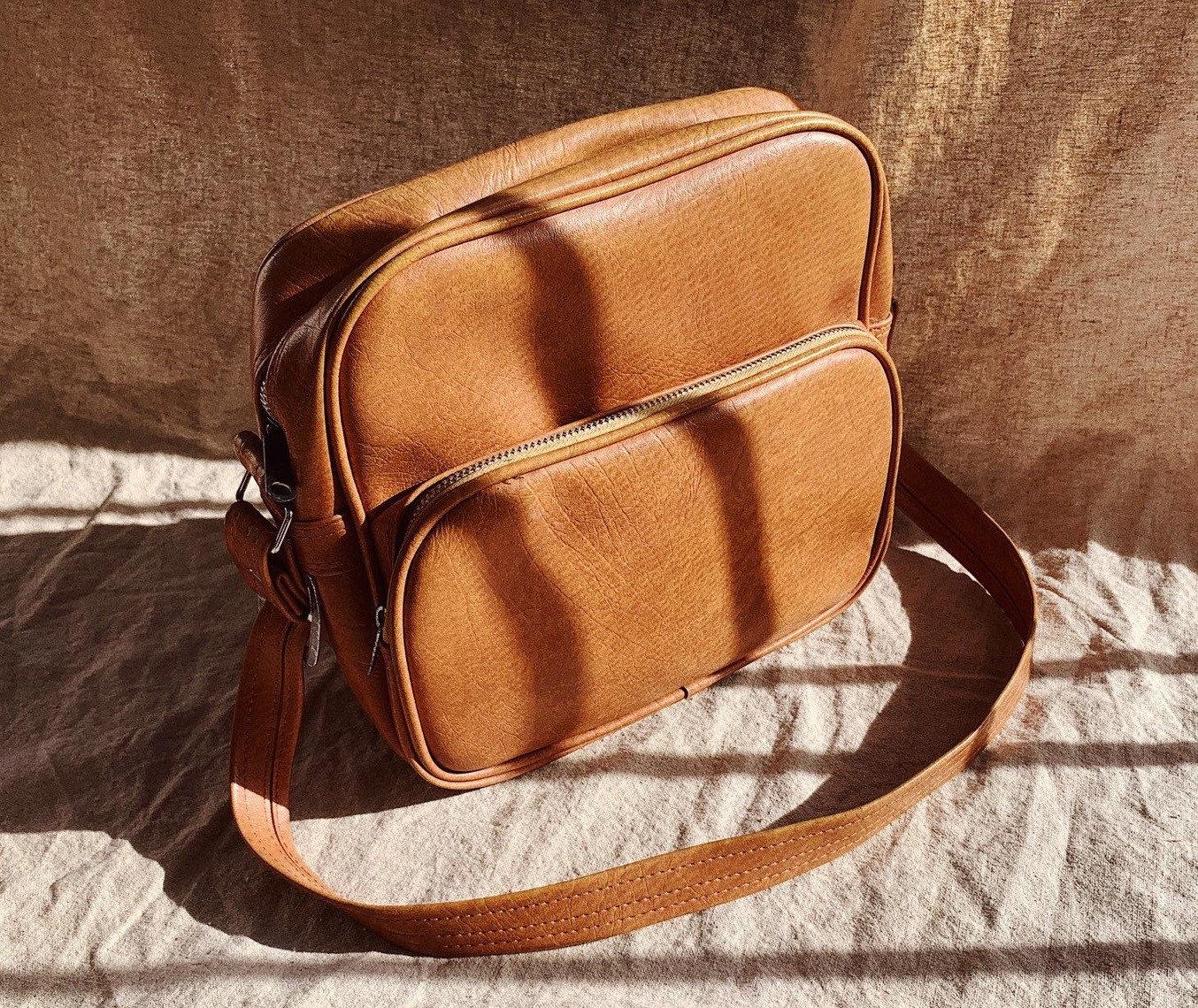 Aloha Nude vintage 80's faux leather nude brown shoulder bag massenger bag