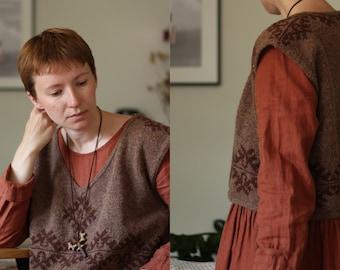Knitting pattern - Oversized cropped V-neck vest - Forest keys