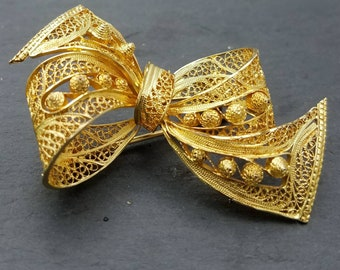 Stunning vermiel gold over silver filigree bow brooch 1940s free shipping