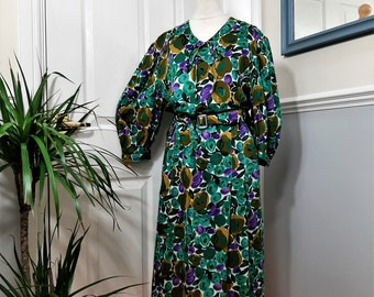1980's Green Blue Floral Olive Dress Plus Size UK 18. Sustainable, Thrifted, Second Hand, Preloved, Eco, OOTD, Bright, Unique, Comfy