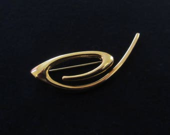 Vintage Swirl Abstract Brooch in Gold Tone