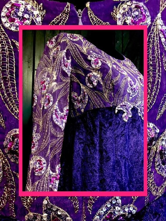 stunning vtg velvet//purple & embroidered