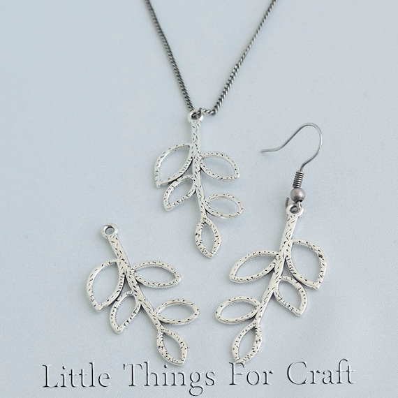 8 Leaves connector charms antique silver tone L37