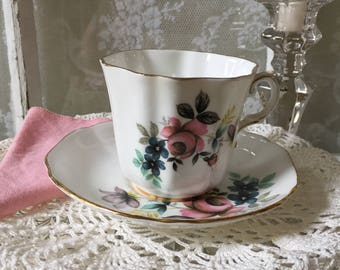 Tea Cup & Saucer Royal Grafton Fine Bone China England Floral Bouquet Vintage Rose