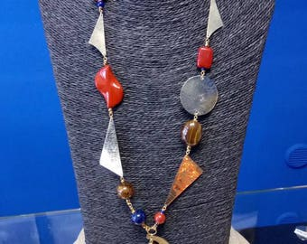 Necklace in hard stones and brass