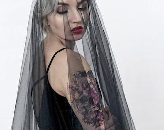 Black tulle veil, circle drop veil, alternative bridal veil, goth bride veil, black wedding veil, circular veil, unique bridal hairpiece