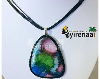 Pendentif multicolor en polymère et résine