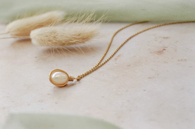 Pearl pendant with fine gold chain, bridesmaid gift jewellery, pearl and  gold necklace, pearl holiday jewelry, gold summer jewellery