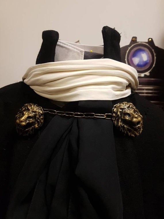 Doctor who, first doctor cosplay, lion cloak clasps with chain