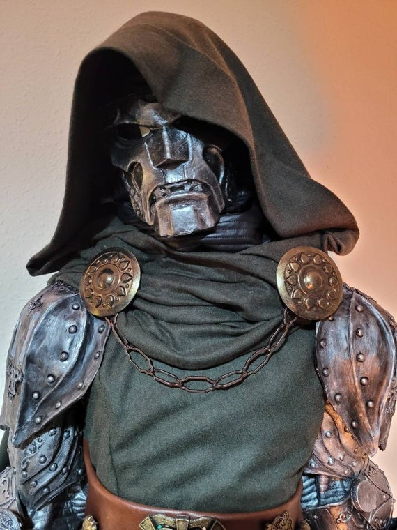 Doctor doom cosplay clasps with chain for your cloak