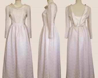 Elegant winter wedding dress, vintage ' 80 ivory color with macramé embroidery