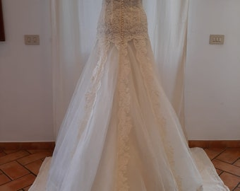 Vintage lace and silk tulle wedding dress