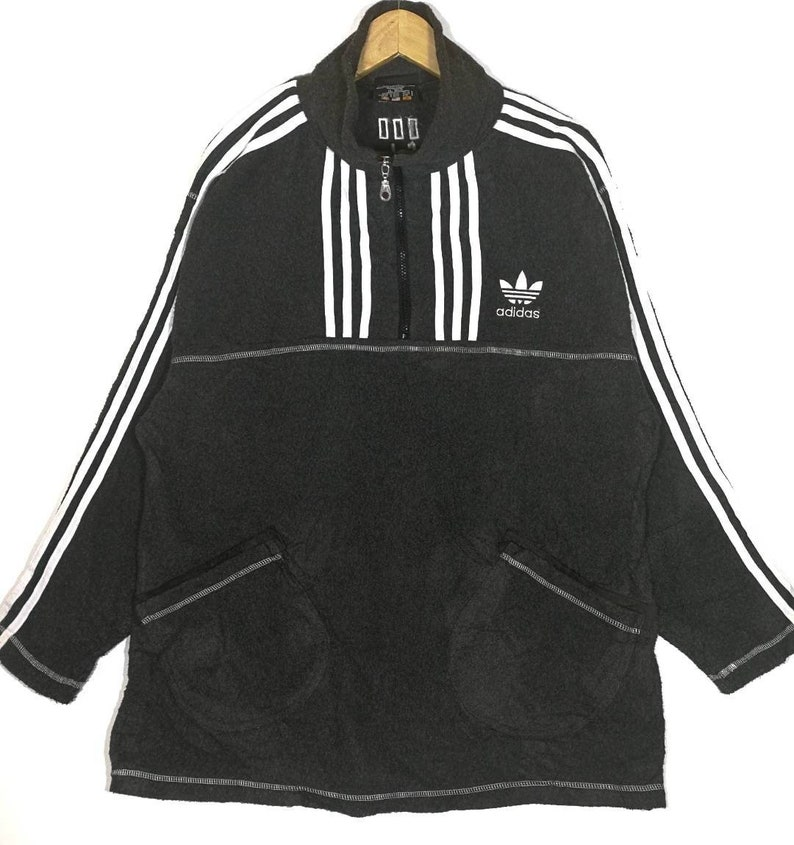 design intemporel 8ae10 d18cb Hot Sale!! Vintage Adidas Pull Over Adidas Trefoil Size XLarge