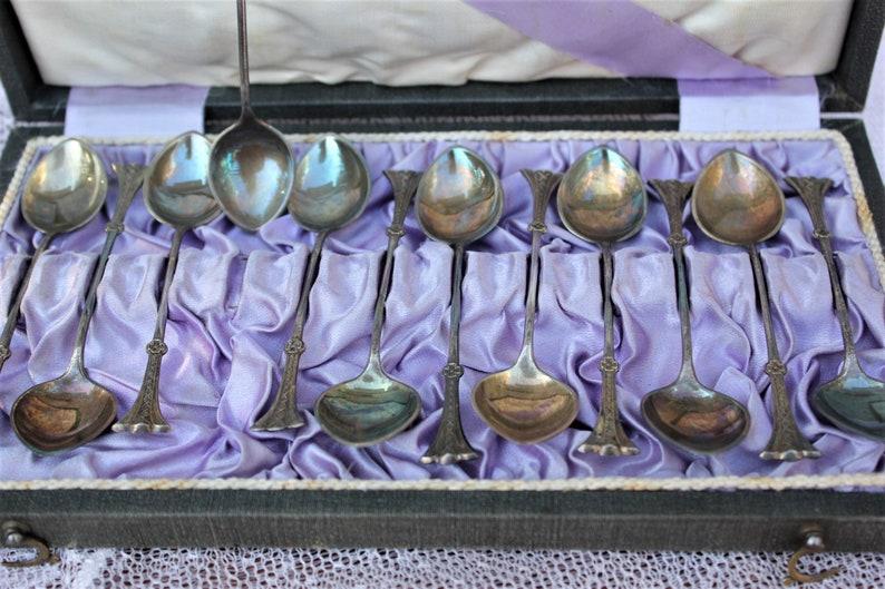 12 cuillères à café Sterling Silver vintage avec poignées fines dans la boîte Art Nouveau Décor ensemble de 12