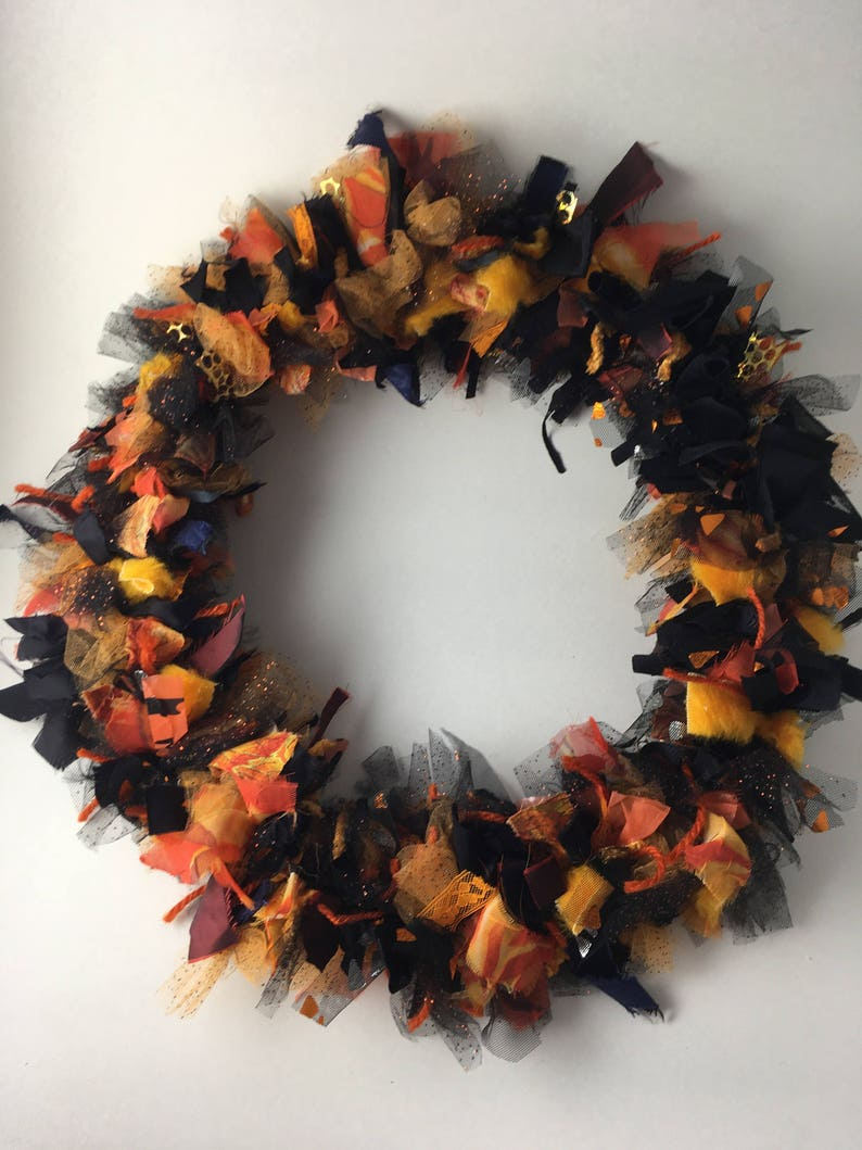 size 16 round lace yarn and faux fur tule Halloween Wreath Very Spooky in oranges and black fabric