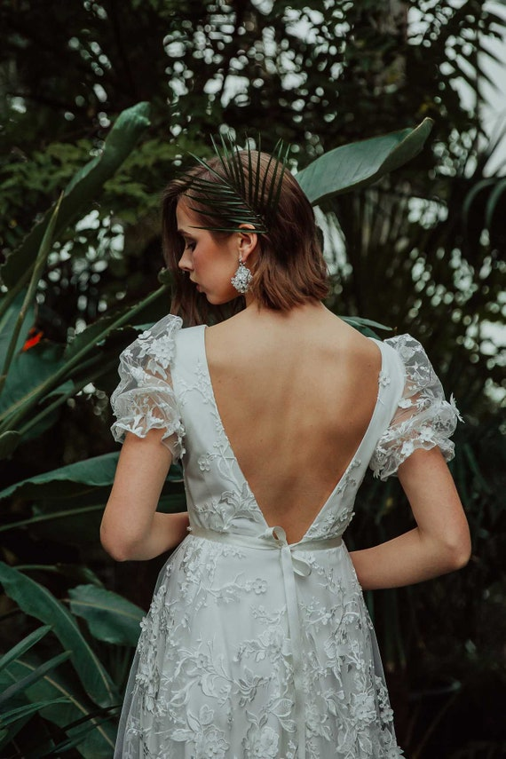 Boho Ivory 3d Lace Wedding Dress With Open Back And Deep V Necklinebackless Ivory Embroidered Floral Lace Wedding Dress With Short Sleeves