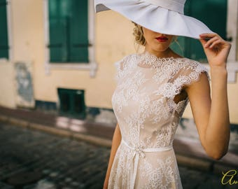 SALE! Lace wedding dress, with lace drail, open back
