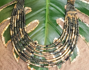 Collection LINGEER by Wax Colors. Necklace made of wax fabric gold. Woman.