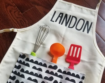 Personalized Child Apron with 3 Pockets, Baking Party Favors, Cooking Party Favors, Baking Party Apron, Kid Apron, Custom Apron, Art Apron
