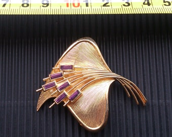 gorgeous large vintage amethyst and gold tone brooch