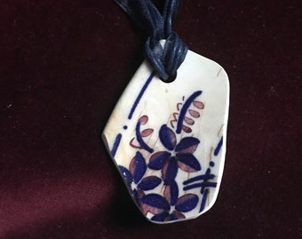 Vintage floral pottery shard choker/pendant from the River Thames