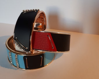 Stiff woman bracelet
