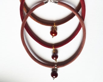 Velvet choker with ceramic pearls