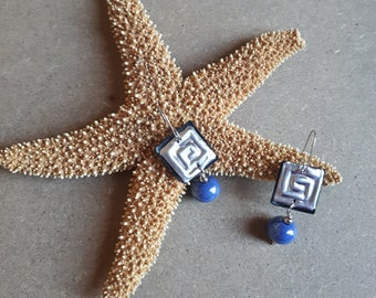 Handmade ceramic pearl dangling earrings with square spiral