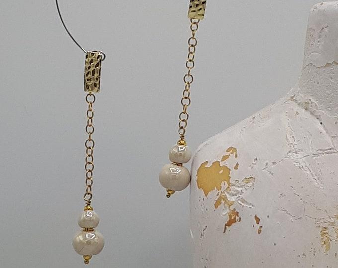 Long dangling earrings. LeBoncine, Aisne