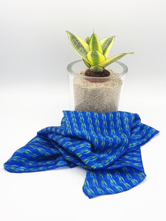 Precious scarf/ bandana in pure silk hand-sewn pattern blue and green pattern
