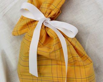 Cloth Gift bag - Plaid Gift wrap -Reusable Gift Bag, Eco Friendly Gift Bag (Medium)