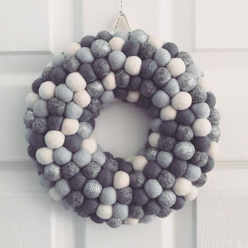 Pom Pom Wreath Modern Wreath Christmas Wreath Christmas Decor Door Wreath Festive Door Decor Winter Grey Felt Ball Wreath