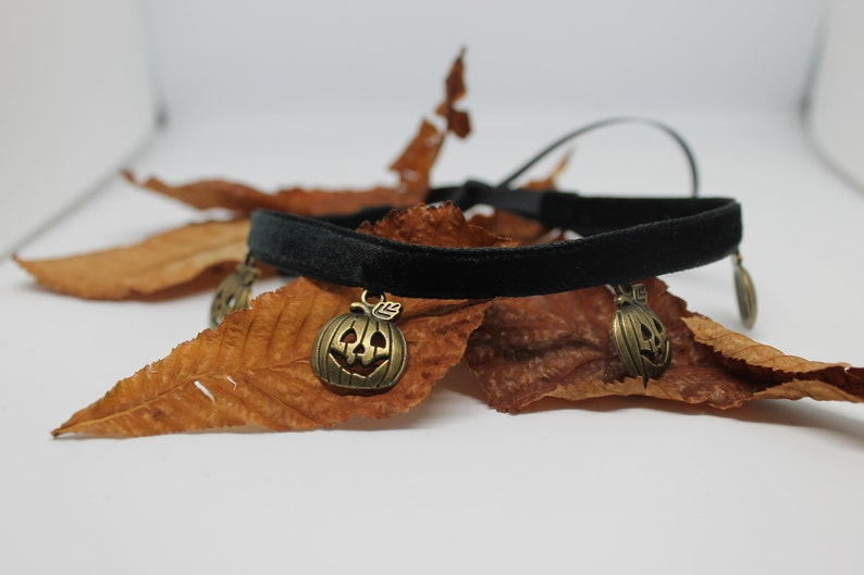 for daughter black necklace for halloween outfit Halloween jewelry choker velvet choker with pumpkin gold and black choker for teenagers