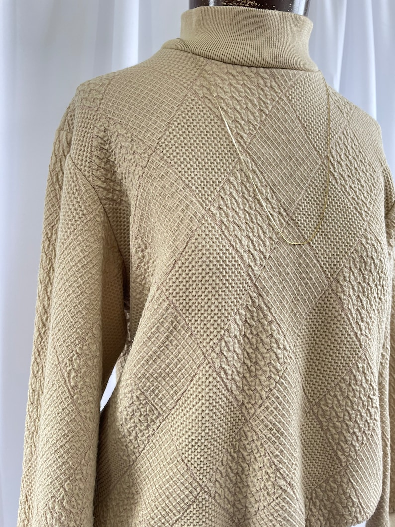 The Siera 80s Vintage Beige Tan Quilted Pattern Long Sleeve Mock Neck Turtleneck Small Sweater Top Alfred Dunner Shirt