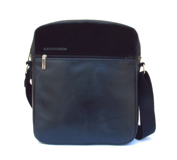 42b4d4b4a77c Black crossbody bag. Shoulder bag in leather and cotton.