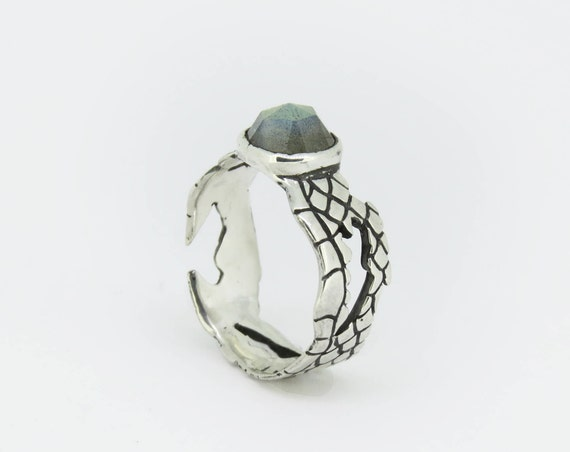 Ring | Silver Snake Skin Ring with Labradorite, handmade jewelry