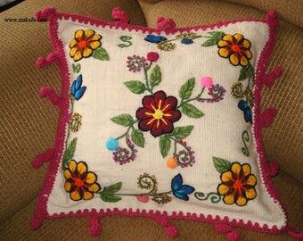 Cojin hecho a mano bordado con Flores