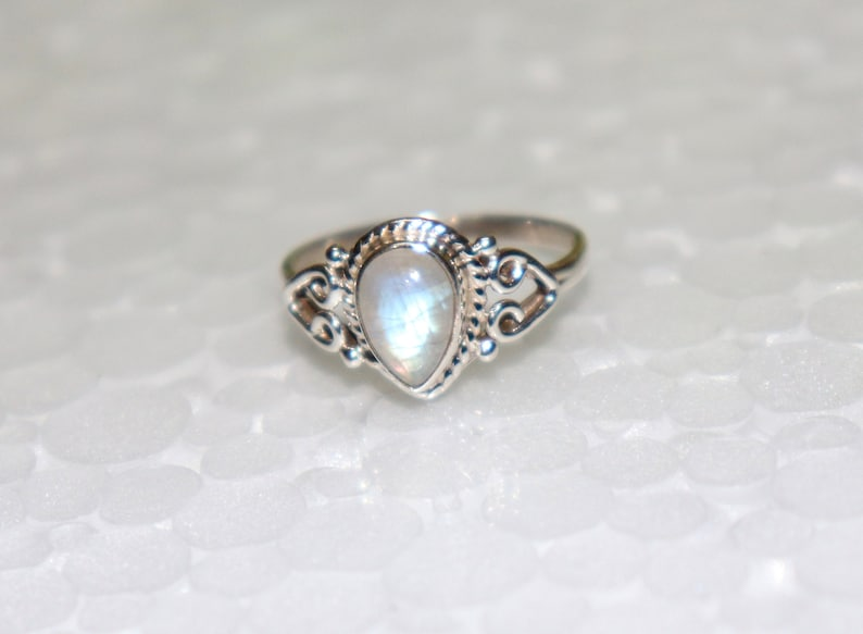 Birthstone Ring White Rainbow Moonstone Ring -925 Silver Ring Moonstone Handmade Jewelry Moonstone Ring Blue Flash Gift to her Ring