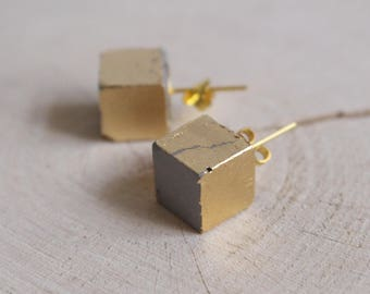 Concrete cube earrings GOLDY geometric gold