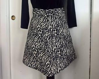 High-waisted miniskirt.
