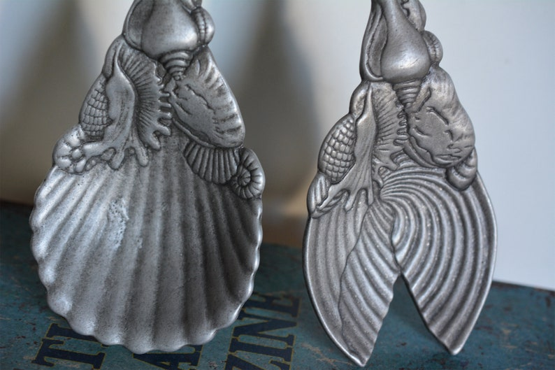 Vtg Arthur Court Signed 2 Aluminum Nautilus Salad Servers Seashell Kitchen Dining Decor Gift Idea